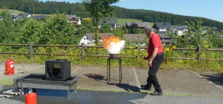 Handhabung eines Feuerlöschers